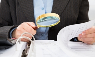 A Literature Review on the Auditor's Independence Between Threats and Safeguards